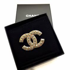 เข็มกลัด Chanel cc สีทอง/เงิน เพชรใหญ่